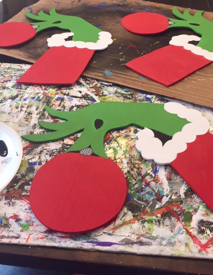 Painting Grinch Hands Christmas Door Hangers - How to Batch Paint by Southern ADOORnments