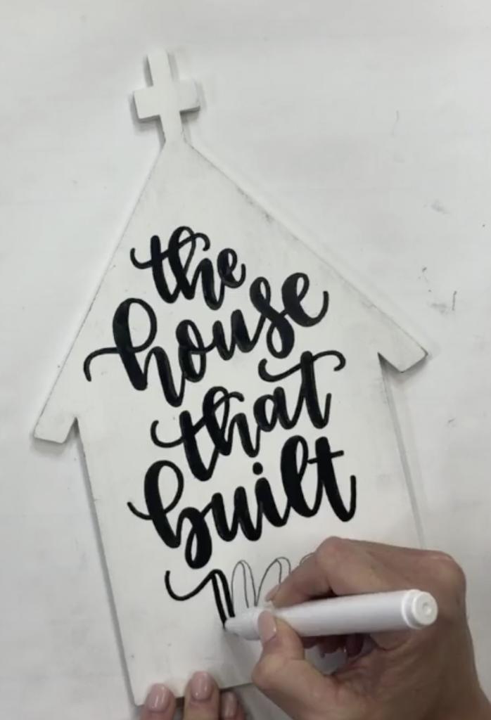 Hand Lettering a Southern Adoornments Door Hanger